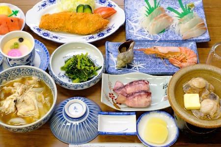 津軽海峡の魚尽くし!一人旅から団体まで最大24名宿泊可 -民宿 芳栄丸-
