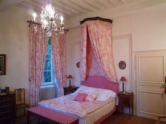 """Chambre """"Rose"""" dans un Château - Nan-sous-Thil"""