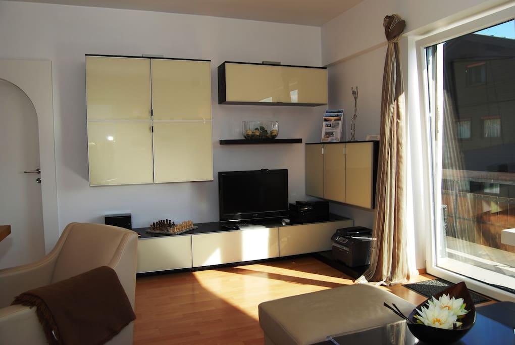 Wohnzimmer mit LED TV, PC, Drucker, kostenl. Internet, DVD, CD und Bibliothek