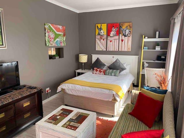 Private Studio Cottage in Moreletapark
