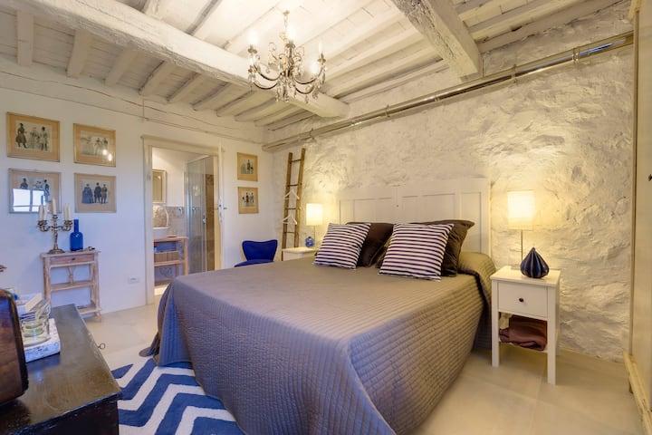 """THE RETREAT"" a ROMANTIC DOUBLE BEDROOM in MAREMMA"
