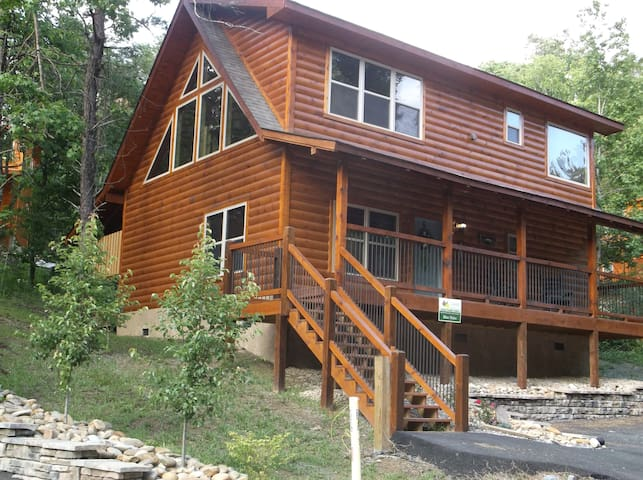 new 2 bedroom cabin with 2 pools and hot tub