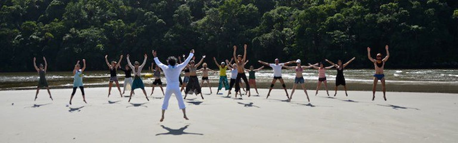 Vivência de dança Butoh com Tadashi Endo, em Março de 2015 (no encontro entre o mar e o rio)