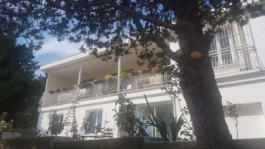 Bas de villa à 5 min de Cassis, en pleine nature