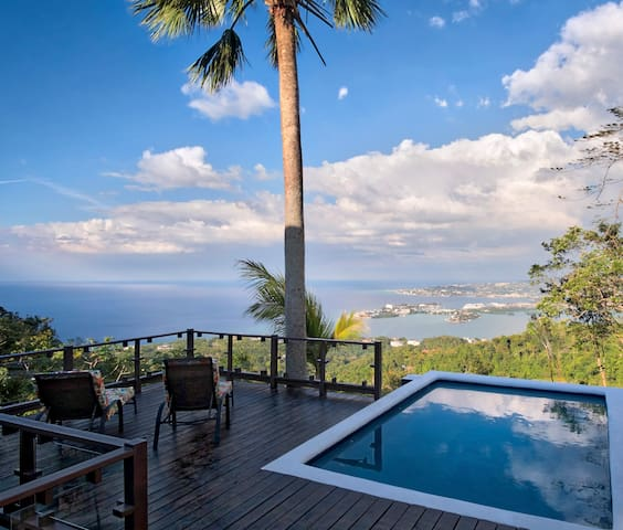 Montego Bay Villa, views, pool, wifi, sleeps 6-8 - Reading