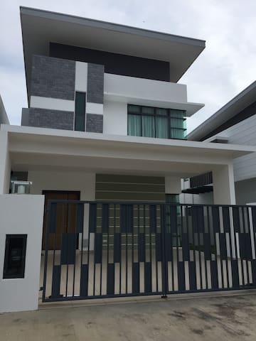 Beautiful Homestay in JB near Bukit Indah - Pekan Nanas - Casa