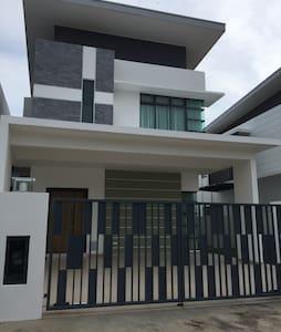 Beautiful Homestay in JB near Bukit Indah - Pekan Nanas