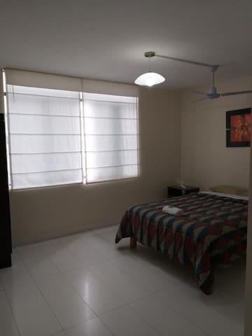 Double Bed Private Room w/Bathroom Miraflores 302
