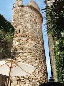Gite la Tour - Medieval et Moderne - Pépieux