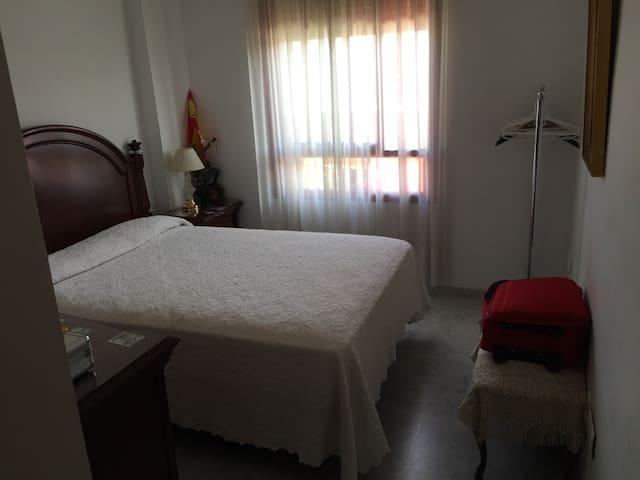 Room 2 / shared home - Cordova - Dům