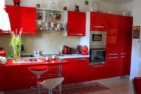 Amy's House- Nice sunny room