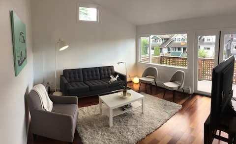 Bright and Light Point Grey 2 Bedroom