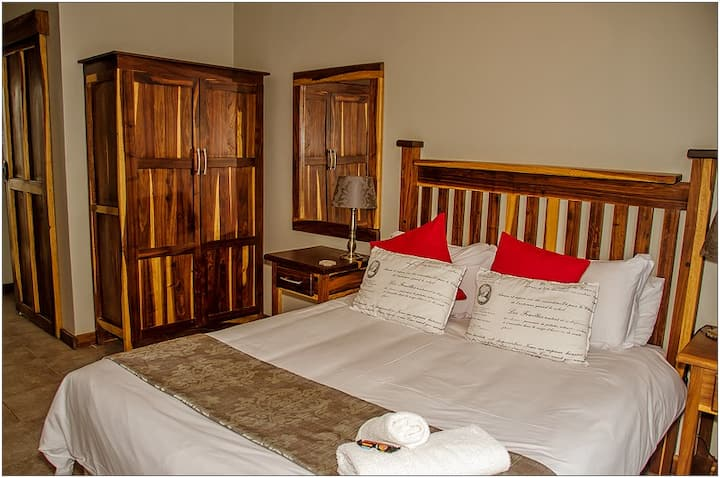 Cornerstone B&B -Cape Teak Room