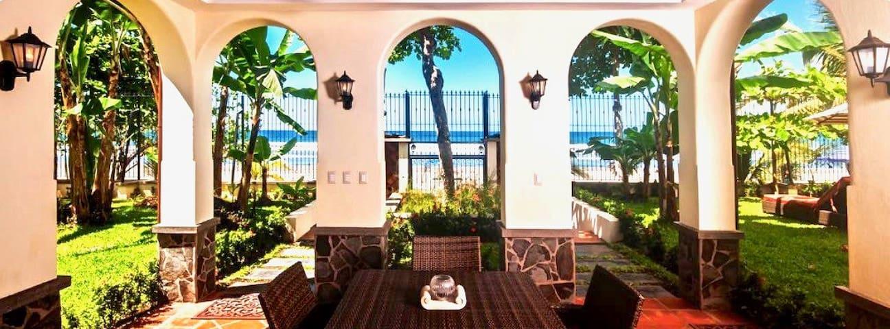 Villa Montine, Brand New luxury on sand.