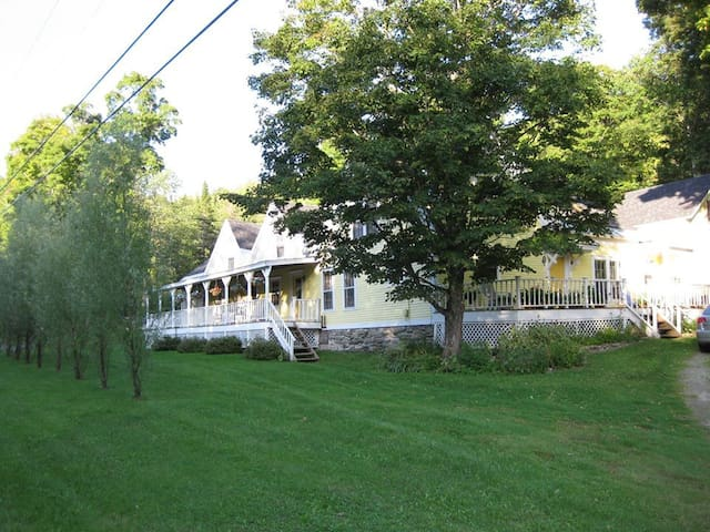 Cozy Guesthouse in Heart of VT - Weston - Apartamento