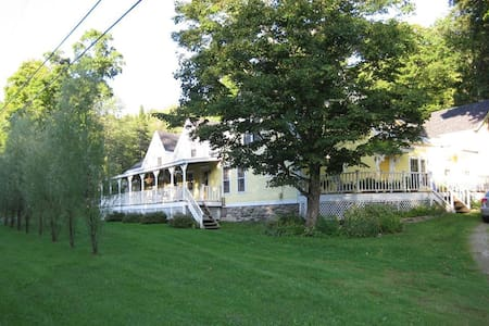 Cozy Guesthouse in Heart of VT - Weston