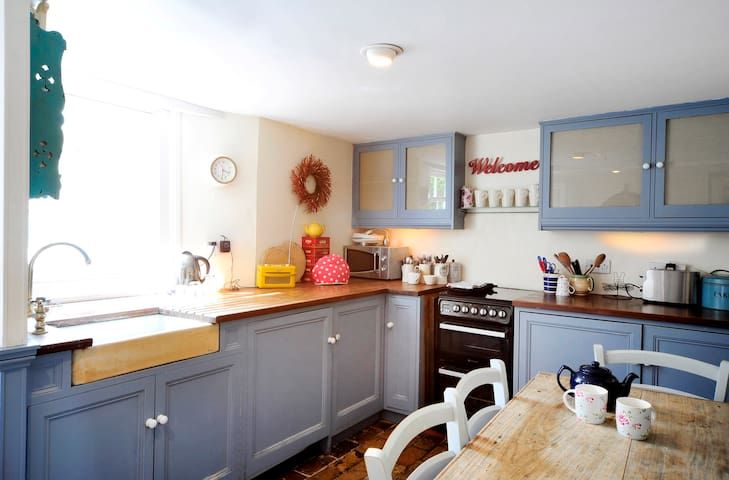 Fabulous historic seaside cottage - Broadstairs - House