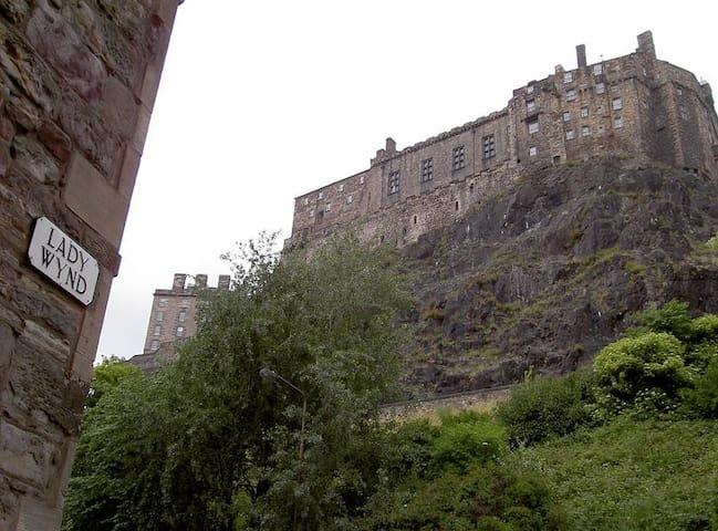Smart Apartment by Edinburgh Castle