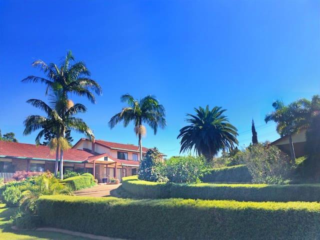 Luxury suite w/ spa, balcony & view - North Tamborine - Bed & Breakfast