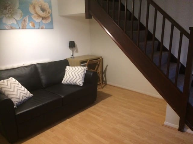 Cosy 2 bed house in Kettering - Burton Latimer