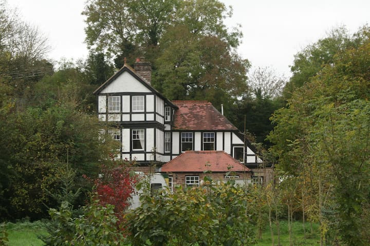 Quirky Victorian house, wonderful views and walks - Bromyard - Dům