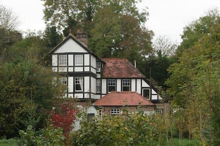 Quirky Victorian house, wonderful views and walks - Bromyard - Casa
