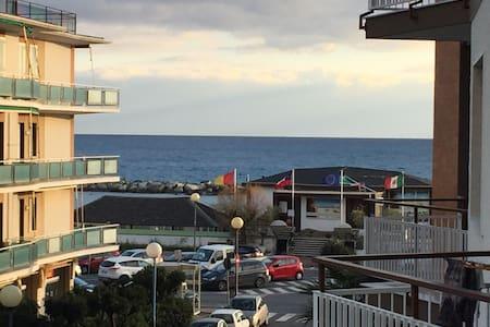 Trilocale luminoso con terrazza sul mare - Taggia - Квартира