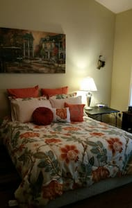 Lovely Room 5 miles from the Gulf. - 格爾夫波特(Gulfport)