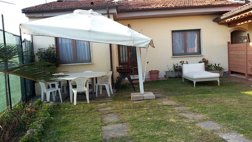 Versilia -Casa singola in campagna a 3 km dal mare