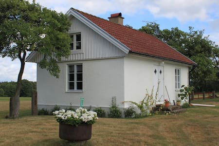 Charmingly country farmhouse with aircon.