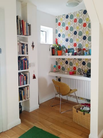 Colourful Space near Town and Seaside - Galway - Ev