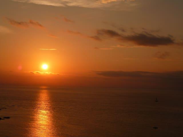 サンゴ礁の島の小さなお部屋(ハイビスカスルーム) - Taketomi Island - Bed & Breakfast
