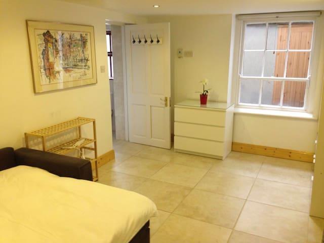 City Centre (Ballsbridge) One-Bedroom Apartment - Ballsbridge