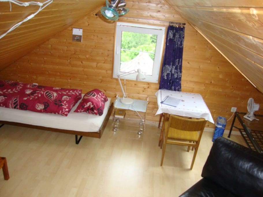 bett unter dem dach h user zur miete in niederdorf. Black Bedroom Furniture Sets. Home Design Ideas