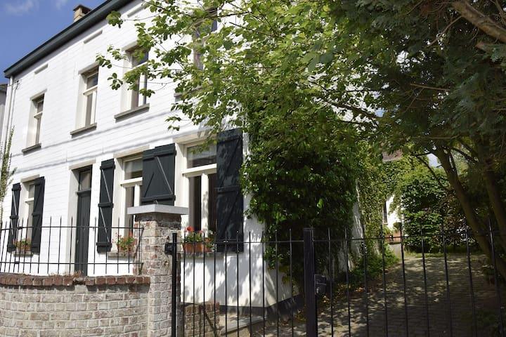 Studio équipé deux pièces Genval - Genval - Apartament