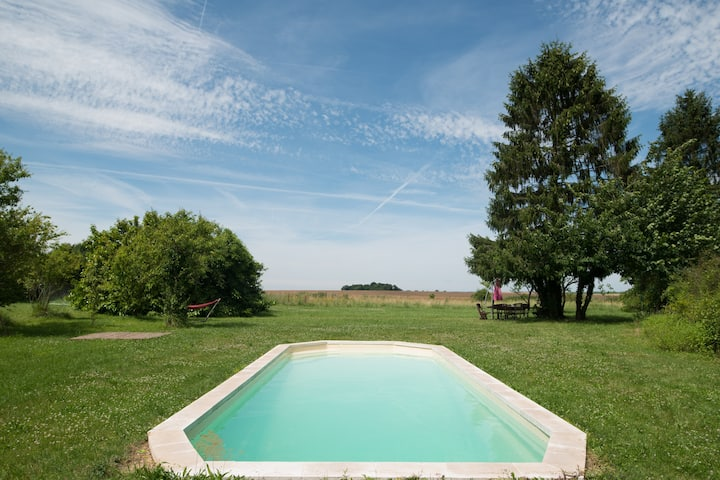 charming cottage, pool In PICARDIE