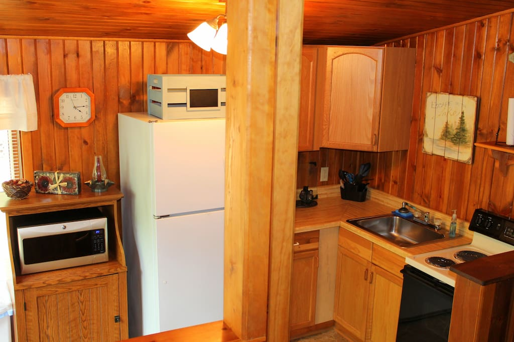 Kitchen w/full size appliances