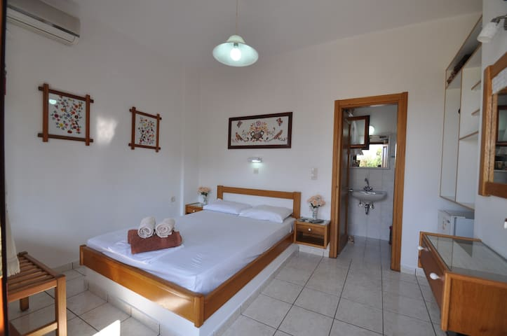 1.1) Private room for single travellers on beach