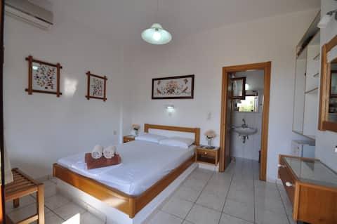 1.1) Privat værelse til enlige rejsende på stranden