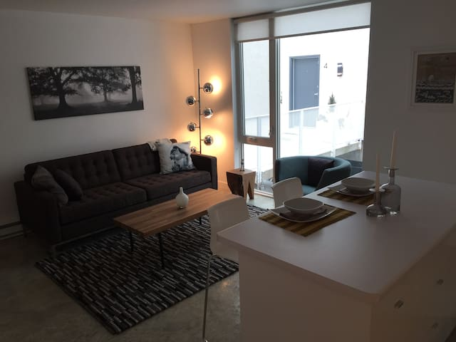 Urban Chic Condo on Waterfront - Winnipeg - Appartement