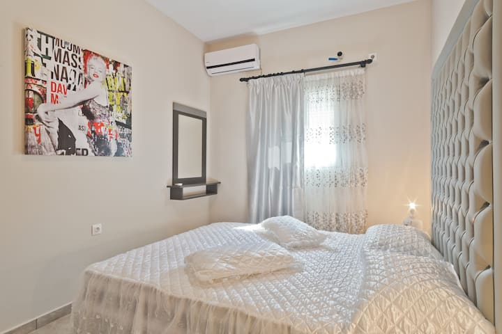 Luxury Apartment - Ground Floor with sea view