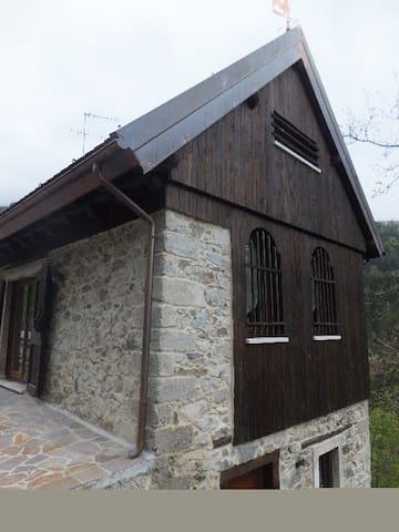 Delizioso chalet in legno e pietra - Comeglians