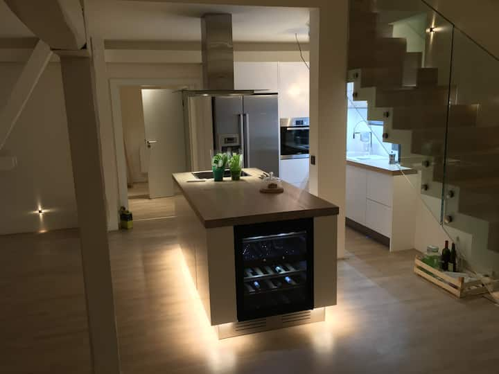 High-end flat in the city centre, large terrace