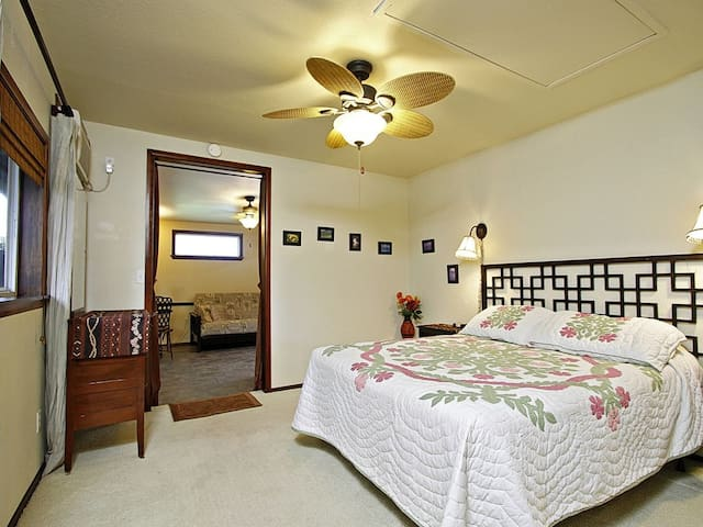 Queen Suite, 1 BR+, Walk to Beach, 30 night min