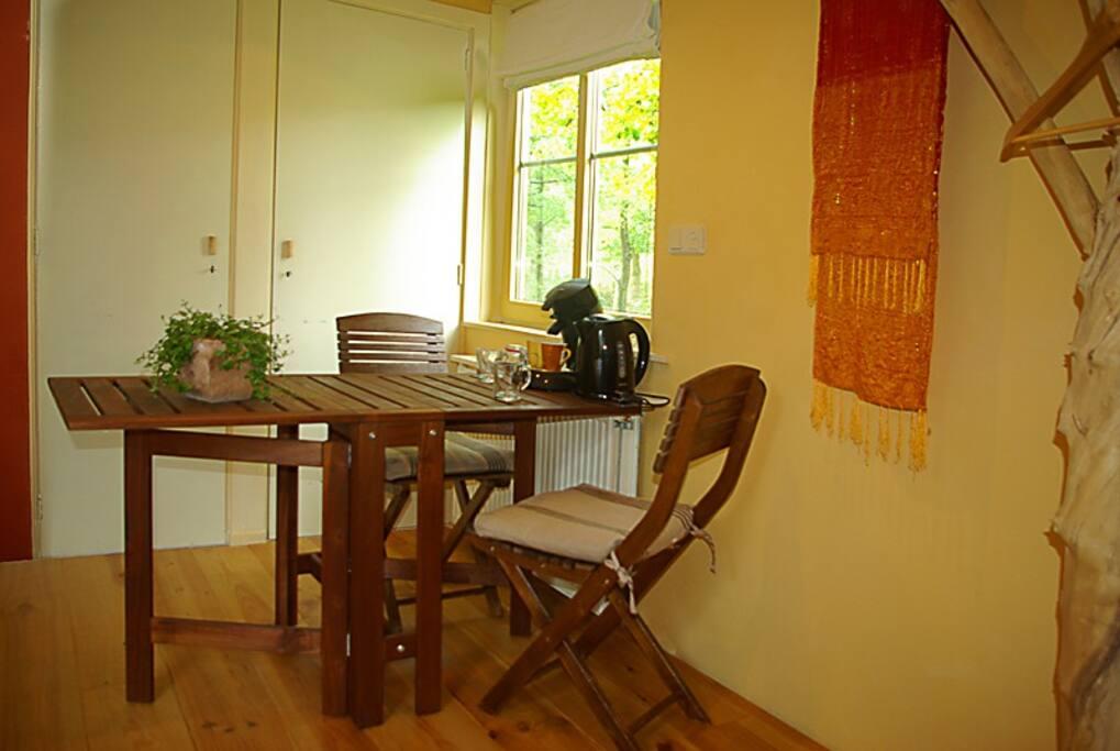 Tafel voor ontbijt binnen of om te lezen/werken