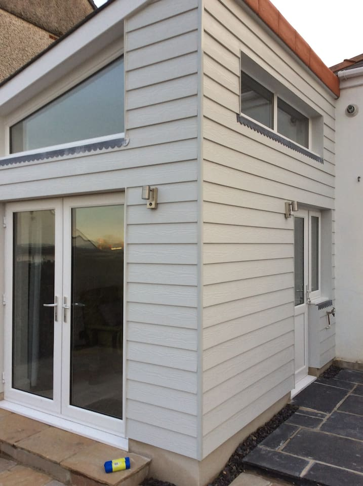 Self-contained annexe from outside.