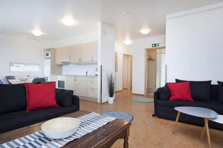 Three Bedroom apartment in the heart of Golden Circle!