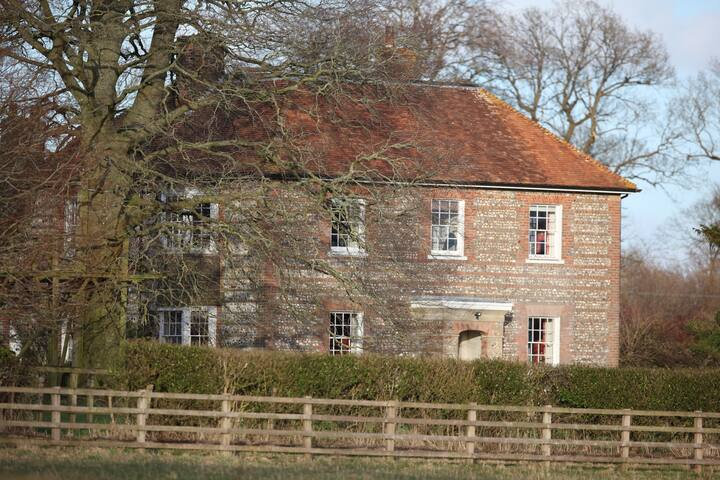 Glorious Farmhouse nr Hungerford - Wiltshire - Talo