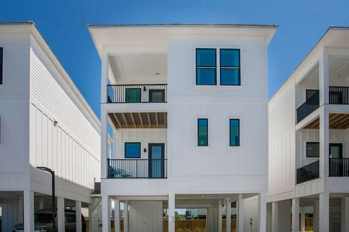 Brand New Cottage in heart of Gulf Shores | Outdoor pool | Free golf, fishing, OWA tickets
