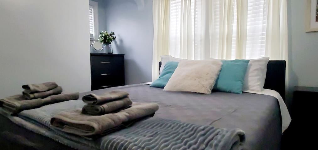 Sleep deep in cozy memory foam queen beds with fluffy pillows. Both foam and fill pillows provided.